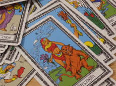 The Lion's Tarot: Which Tarot Cards Correspond with Leo?