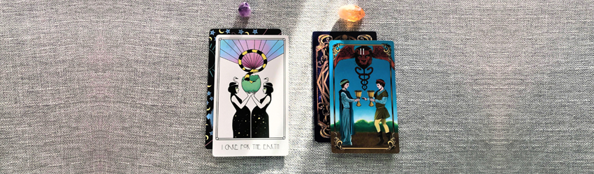 Oracle cards by Sodini and Tarot cards by Astrology Answers.