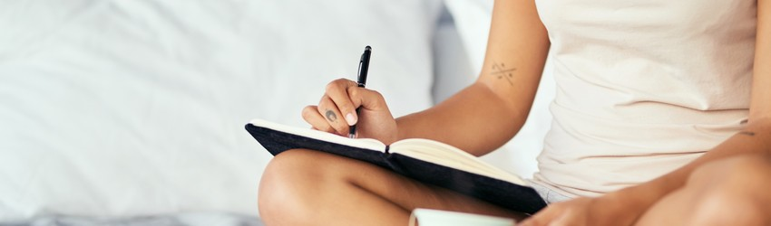 woman-journaling-in-her-bed